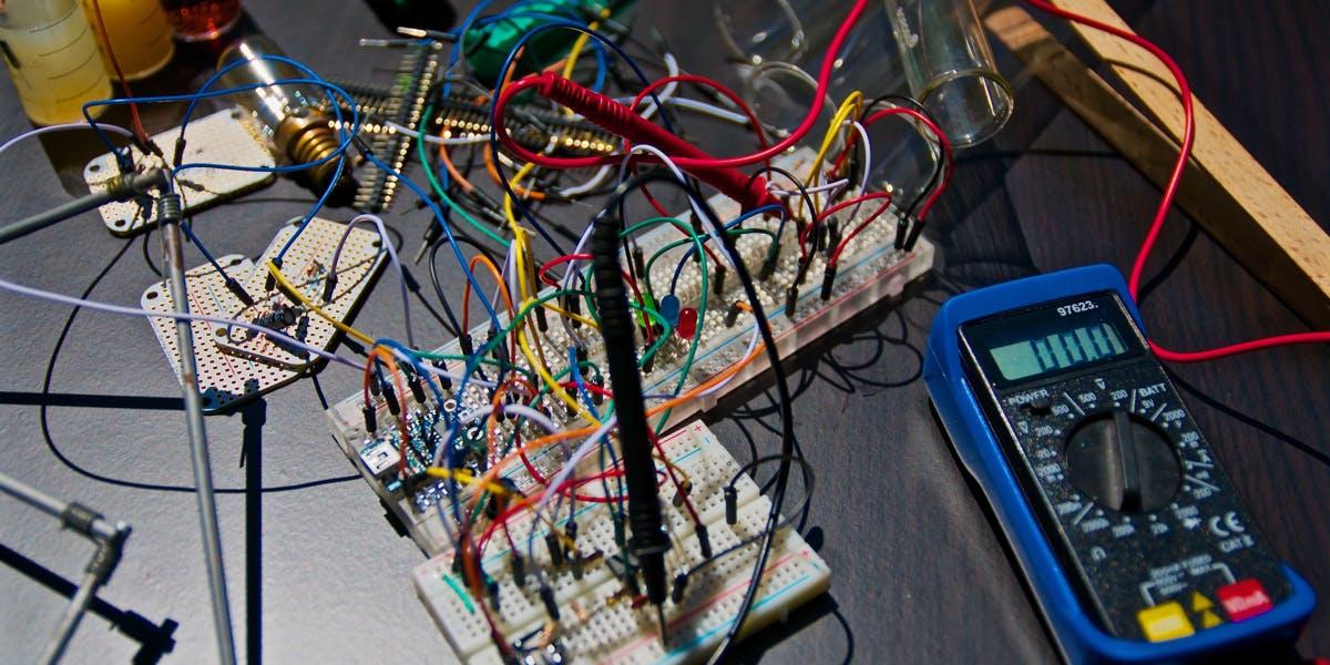 Get Make: The Makerspace Workbench and more!. Na HumbleBundle możesz wybrać jeden z kilku pakietów ebooków w języku angielskim. Czasem cena za najniższy pakiet to nawet 1 dolar. Oprócz tego możesz wesprzeć organizację charytatywną