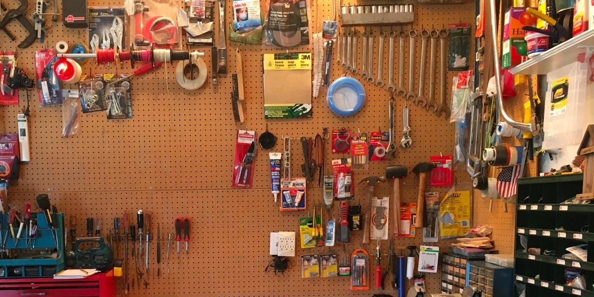 Get Make: Start Making!, Make: Electricity for Young Makers and more!. Na HumbleBundle możesz wybrać jeden z kilku pakietów ebooków w języku angielskim. Czasem cena za najniższy pakiet to nawet 1 dolar. Oprócz tego możesz wesprzeć organizację charytatywną